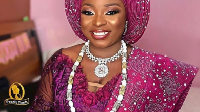 Photo of Groom ties his bride's gele to perfection for their wedding (WATCH)
