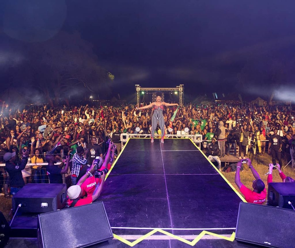 Yemi Alade given a new name in Zambia as she performs...</figure></noscript></div> <div class=