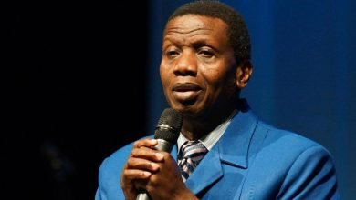 Photo of Don't marry jobless men, Pastor Adeboye warns single ladies