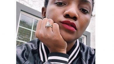 Photo of How Simi reacted when a fan told her to take off her nose ring