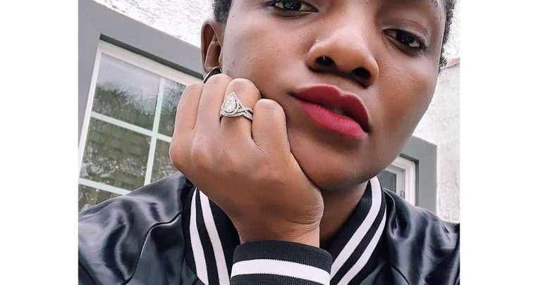 How Simi reacted when a fan told her to take off her nose ring