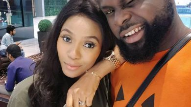 Photo of Yomi Casual presents his wife with a Mercedes Benz as gift