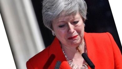 Photo of Theresa May sheds tears as she announces her resignation
