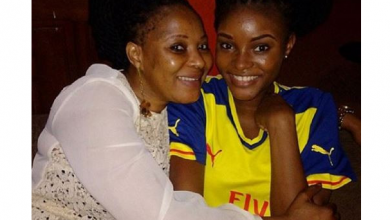 Photo of Moji Olaiya's daughter remembers late mum in a special way