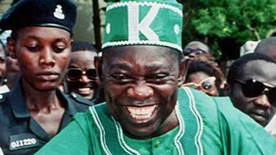 Photo of June 12: How Buhari visited MKO Abiola's grave to pray