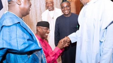 Photo of Ovie Omo-Agege greeting Buhari Vs Trump greeting the Queen: Reno Omokri reacts