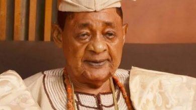 Photo of Alaafin supports Buhari, slams Obasanjo who never did all they wanted