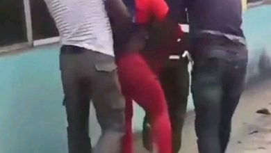Photo of How Yemi Alade reacted when her dancer was harassed by police
