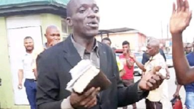 Photo of Evangelist beaten for stealing phones while preaching in Ibadan