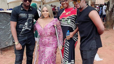 Photo of Cossy Ojiakor now on crutches, buries mum without Nollywood's support (photos, videos)