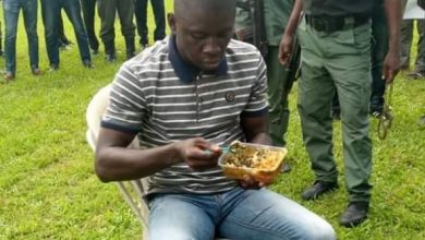 Photo of Moment police gave food to the serial killer after arresting him