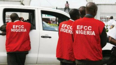 Photo of Drama as EFCC arrests 94 'Yahoo boys' at Osogbo nightclub
