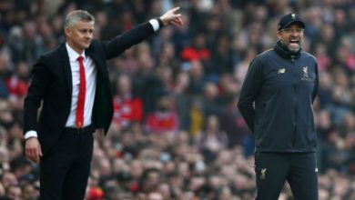 Photo of Klopp laughs off question about giving Solskjaer managerial advice