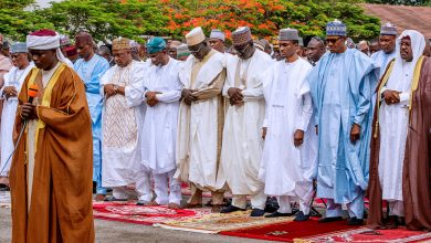 Photo of How curious worshippers joined Buhari for Juma'at to confirm wedding story