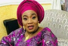 Photo of Nasarawa State First Lady, Salifat displays inability to read in viral video