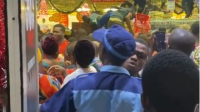 Photo of How Nigerians struggled with each other at Shoprite's Black Friday (Video)