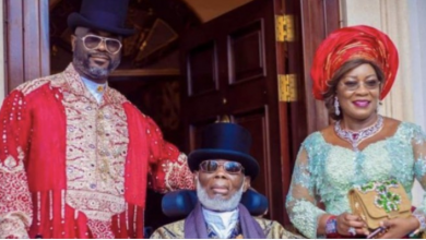 Photo of Commotion as Kalabari billionaire, Lulu Briggs' wife, children fail to give him a befitting burial after almost a year after death