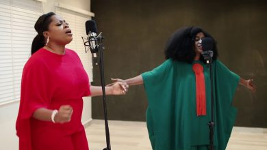 Photo of TY Bello surprises new mum Sinach and husband