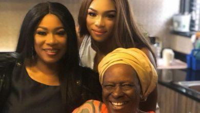 Photo of Regina Askia-Williams releases 3 Generation photo of Mother & Daughter