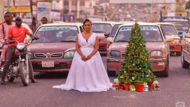 Photo of Ibadan Lady Shuts down Traffic in Wedding gown for Christmas shoot