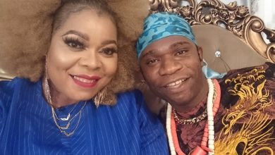 Photo of Speed Darlington bags first Nollywood movie role, joins Nadia Buari, Lasisi Elenu and Chinyere Wilfred on set