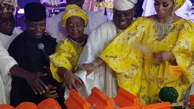 Photo of How Sade Okoya, Chief Rasaq Okoya's first wife and their 31 children behaved at his 80th birthday party