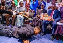 Photo of How Anthony Joshua presented his Heavyweight titles to Buhari in UK will dazzle you (Photos)