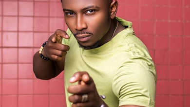 Photo of Wardrobe malfunction? BBNaija Sir Dee uses sellotape on outfit to movie premiere