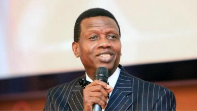 Photo of Don't marry a lady who cannot cook, don't marry a worldly lady – Pastor Adeboye tells men