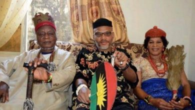 Photo of Commotion as soldiers storm Nnamdi Kanu's Family House Hours Before Parents' Burial