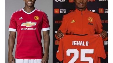 Photo of Antonio Valencia reacts as Odion Ighalo gets given his jersey number 25 at Manchester United