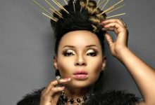 Photo of Yemi Alade attacked after revealing how her mum once sold her economy plane ticket for her school fees