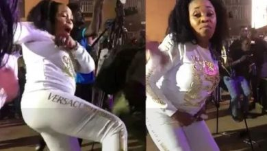 "Photo of ""She looks like two worms mating"" – Daddy Freeze mocks Tope Alabi dance video"