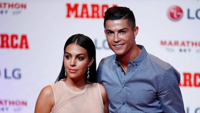 Photo of Ronaldo's girlfriend presents him with a car as birthday gift (Video)