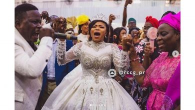 Photo of Pastor Adeboye's wife, honors Gospel singer Tosin Bee at wedding to actress Opeyemi Aiyeola's sister (photos, video)