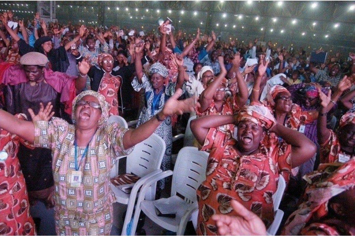 Pastors Chris, Benny Hinn host world largest prayer event
