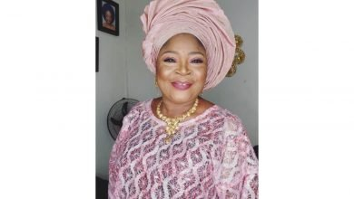 Photo of Musician, Salawa Abeni releases her n*de pictures after being threatened by an unknown Nigerian