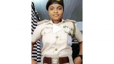 Photo of Nigerian Immigration query 3 officers for partaking in a social media challenge in their uniform  Video