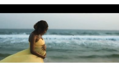 Photo of Simi set to welcome her first child…officially unveils bare baby bump (video)