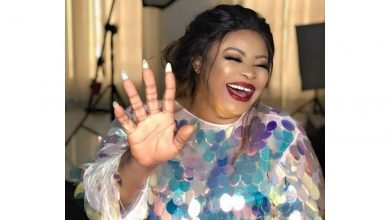 Photo of Actress, Dayo Amusa reacts after a stranger sent her N1,000