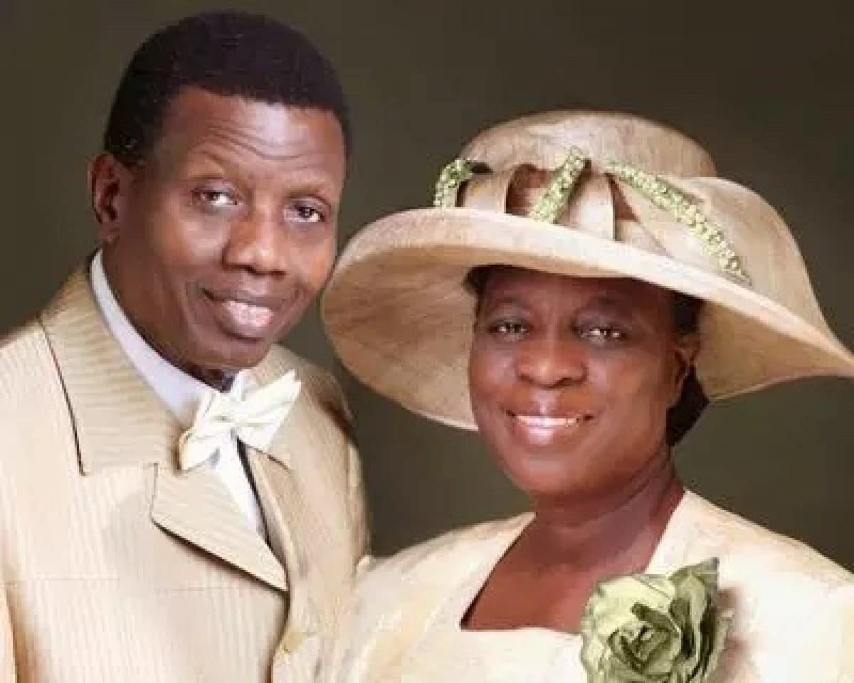 Photo of Pastor Adeboye finally replies critics who bashed him over birthday message to his wife