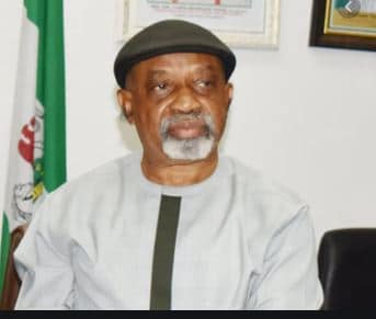 Photo of Labour minister, Chris Ngige 'drags' Hon Abiodun Faleke ferociously during his apperance at the national assembly (video)