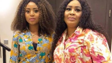Photo of Actress Regina Daniel's mom 'rains' curses on troll who did this to her over daughter's marriage