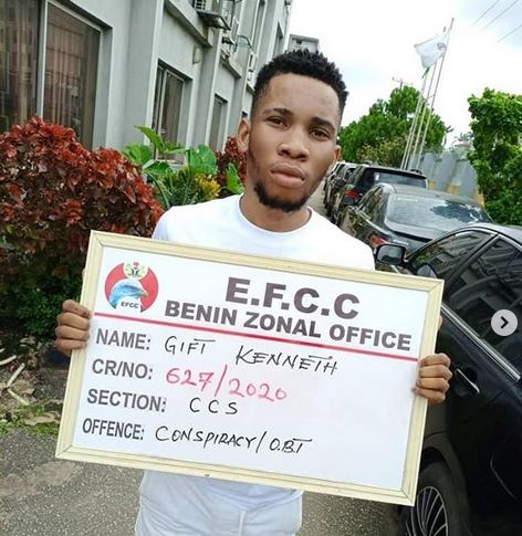 Photo of Undergraduate, mother, girlfriend arrested by EFCC for internet fraud