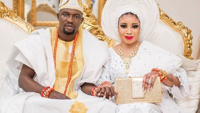 Photo of Alaafin of Oyo pays surprise visit to newly wed, Lizzy Anjorin and her husband (Video)