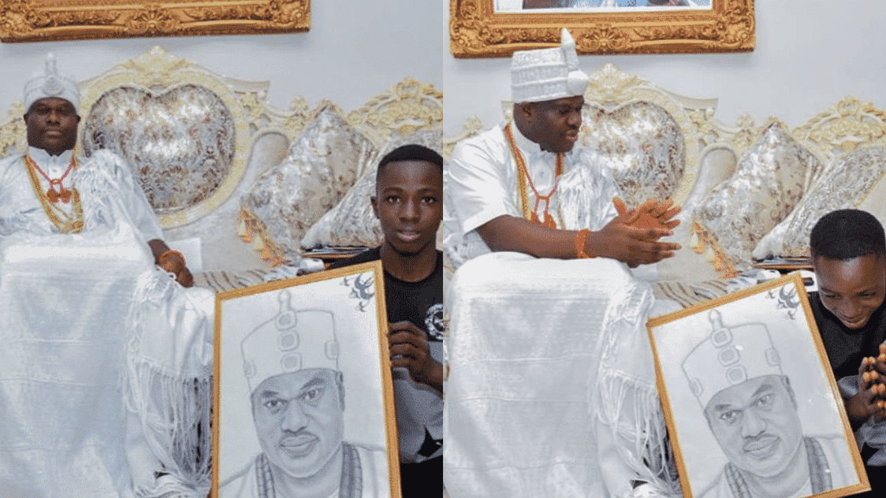 Photo of Ooni of Ife adopts son of corn seller (details)