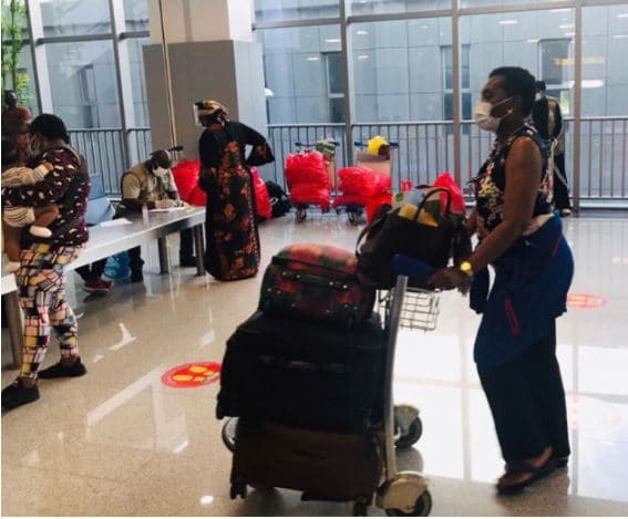 Photo of 324 stranded Nigerians evacuated from the US arrive Abuja (photos)
