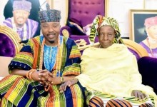 Photo of Oluwo Of Iwoland mourns as he loses mother