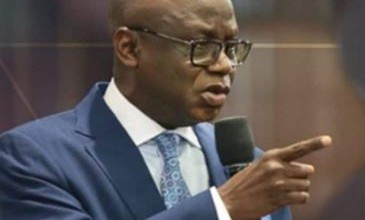Photo of 'Dont let religious leaders drive you like a sheep to slaughter' -Pastor Tunde Bakare opposes reopening of churches