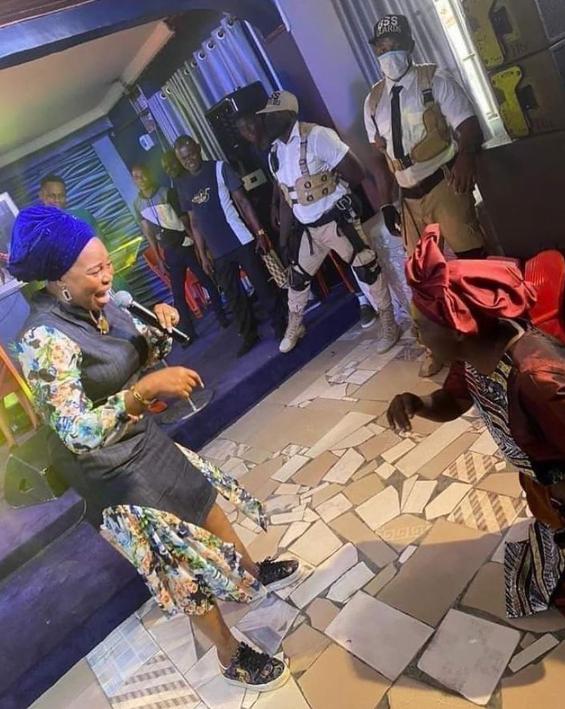 Tope Alabi breaks silence as she apologizes to Adeyinka Alaseyori